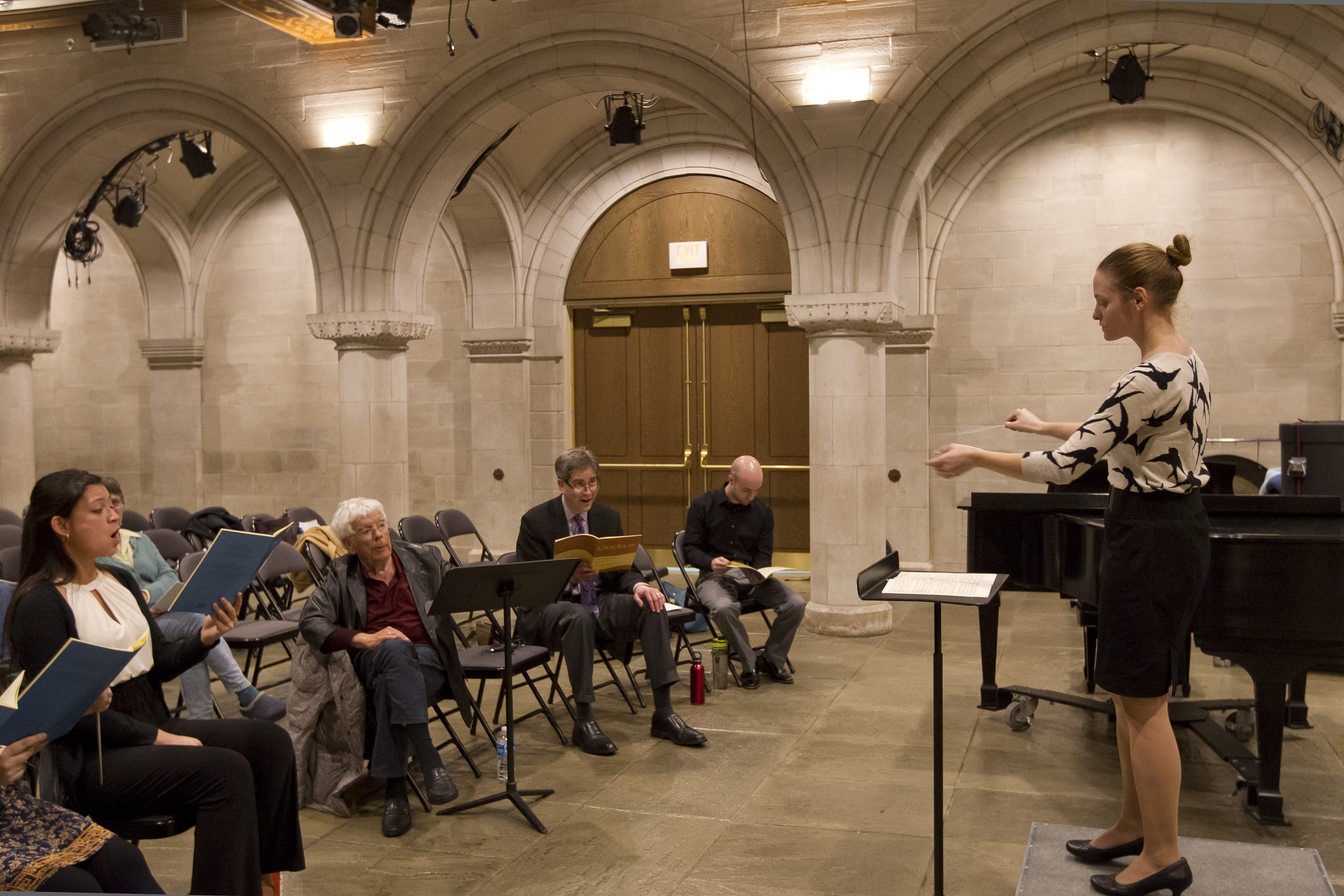 Image of students in chapel participating in master class with Helmuth Rilling